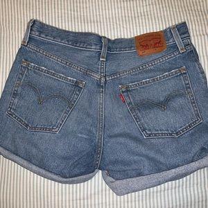 LEVI'S shorts size 27
